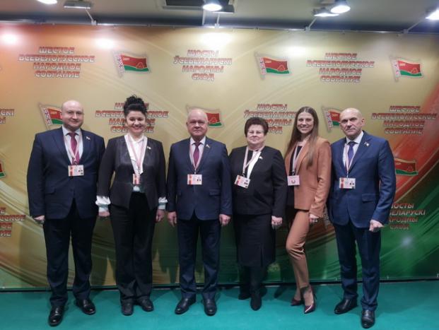 С депутатами - членами комиссии по экономической политике на 6-м Всебелорусском народном собрании 11-12.02.2021