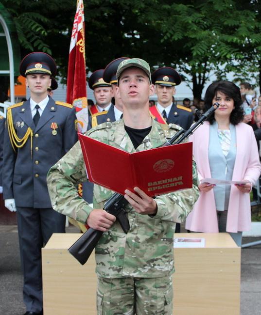 На церемонии принятия военной присяги в ВЧ 5448