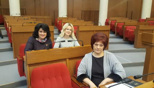 С коллегами на заседании третьей сессии Палаты представителей