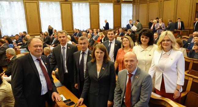 На сессии Палаты представителей в зале Совета Министров 17 мая 2018 года